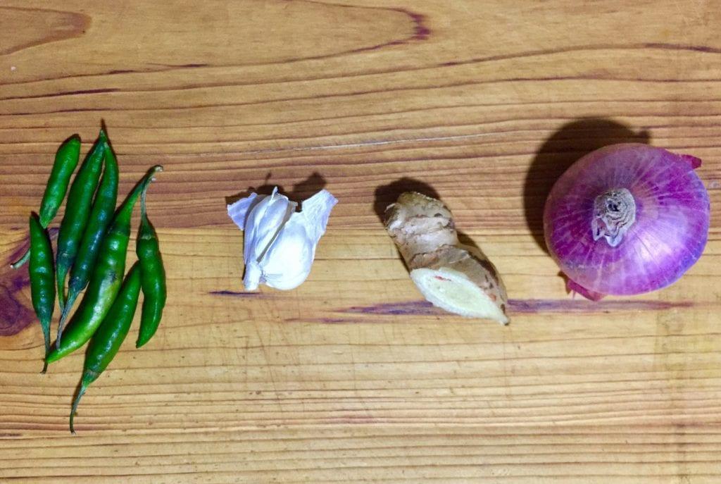 Make masala for hariyali chicken curry.